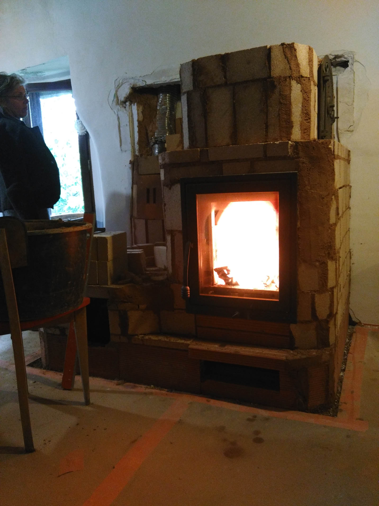 Installation d'un poêle à inertie et poêle à air chaud danas l'aveyron