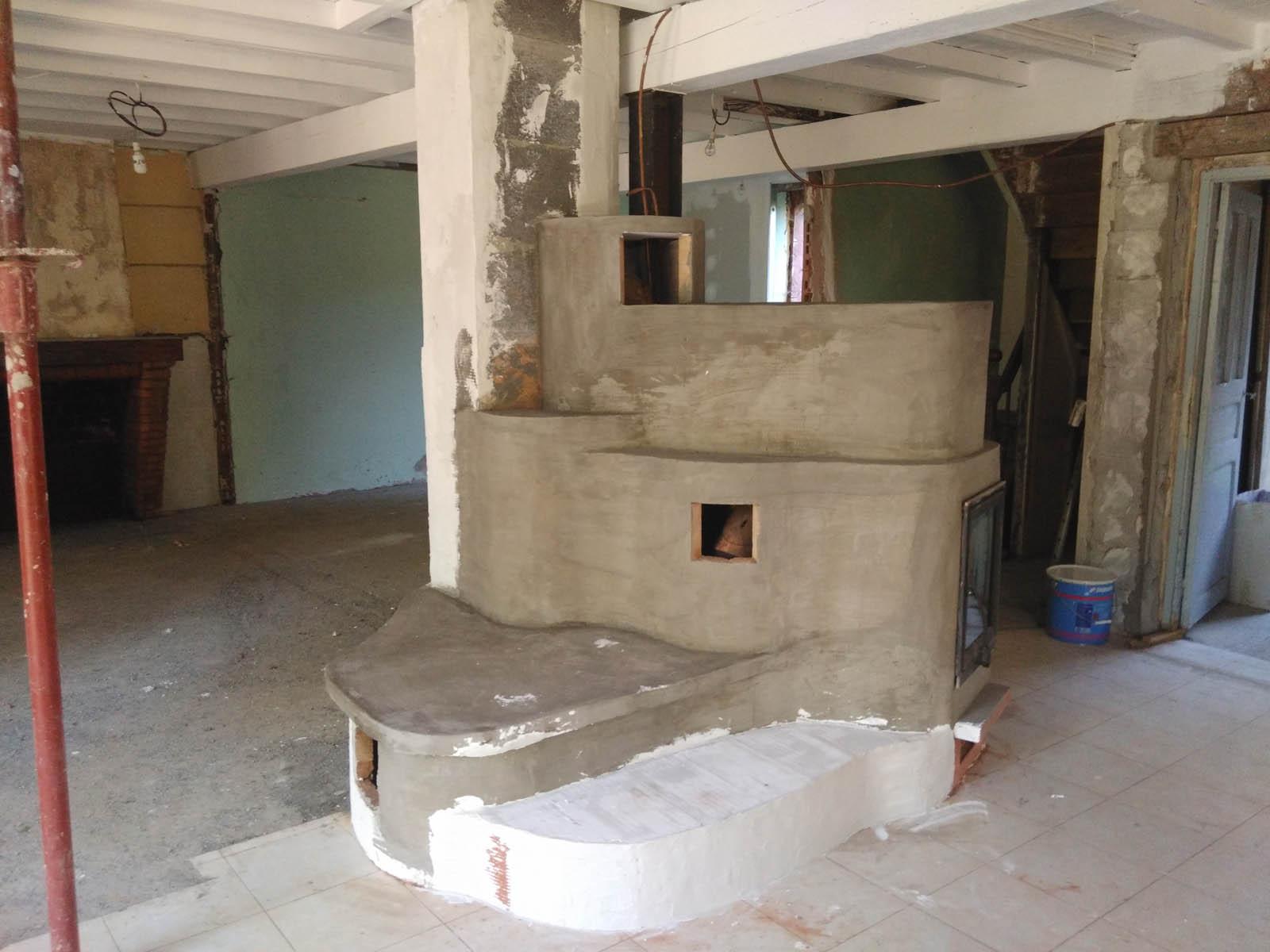 Construction d'un poêle à accumulation dans une ferme à coté de Pamiers en Ariège